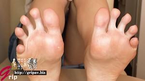 本気で潰しにかかる電気アンマ顔騎と極上の足指コキ/道重咲