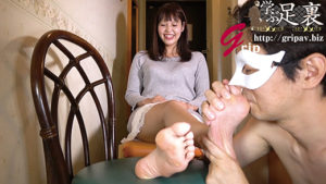 全身敏感な170cm高身長奥さんのパンスト足裏フェチ&くすぐり個人撮影/高身長素人妻の綾さん